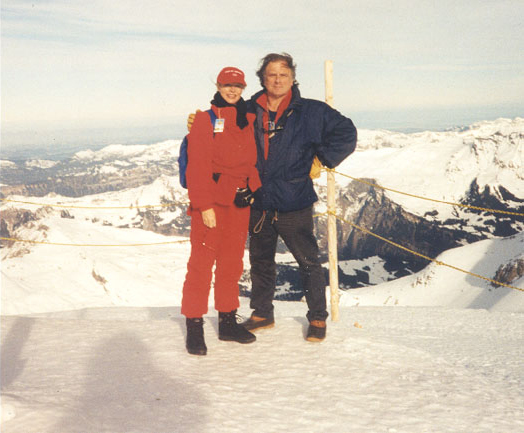 Met Babette Sijmons in 1999 in Jungfraujoch in Zwitserland. (Photo CINC. Ltd. C.I.).